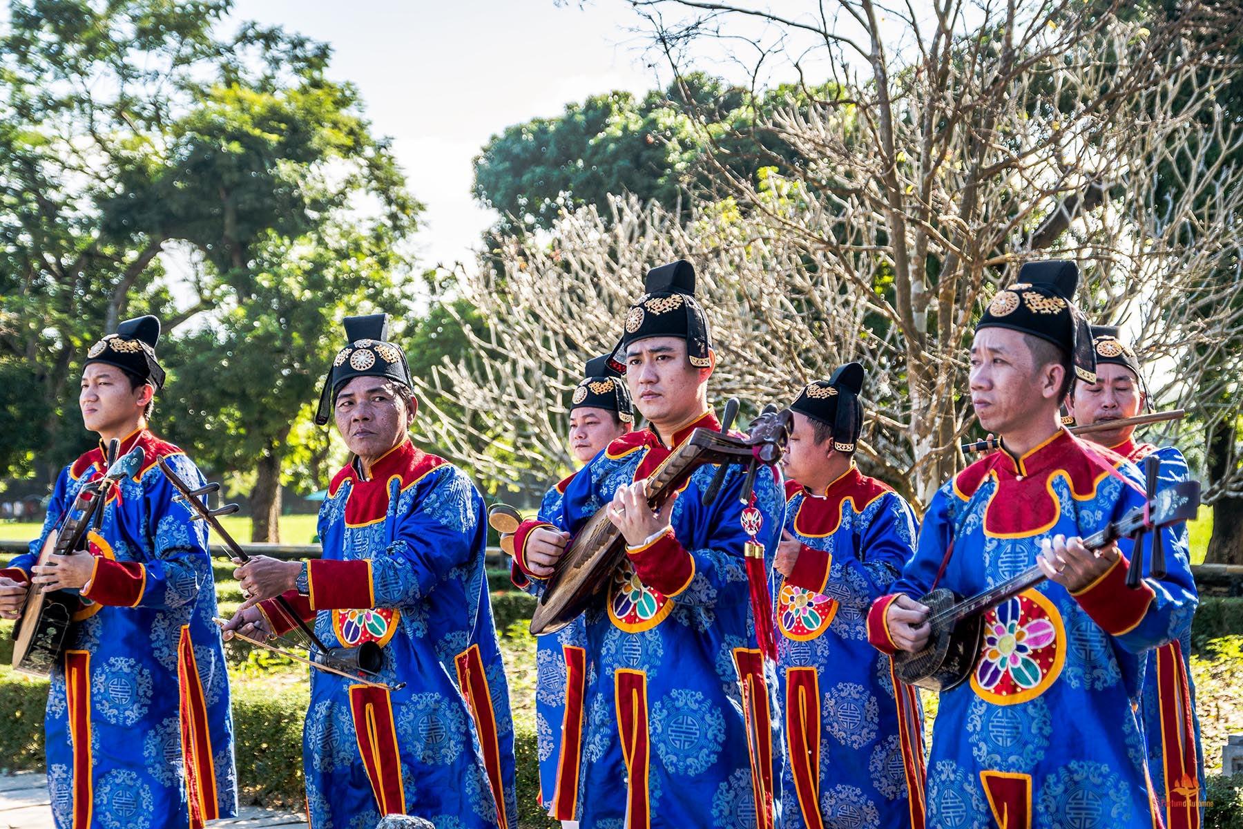 Musiciens jouant la musique traditionnelle de la Cour Impériale, Hue, Vietnam