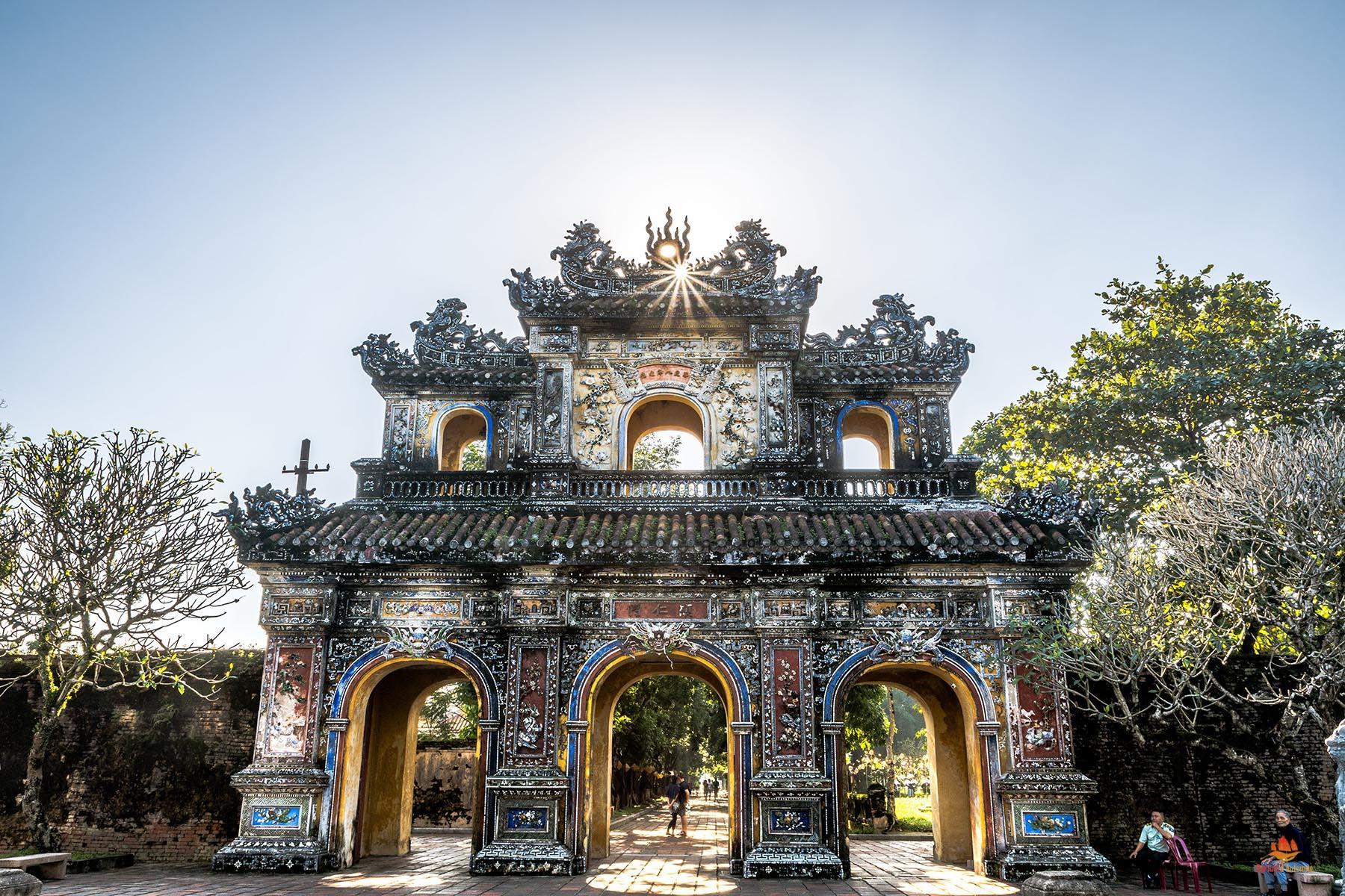 Une des entrées de la citadelle, Hue, Vietnam