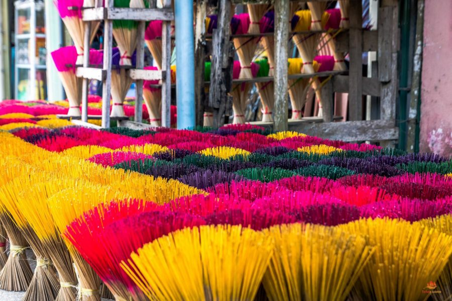 Encens parfumé dans les environs de Hue, Vietnam