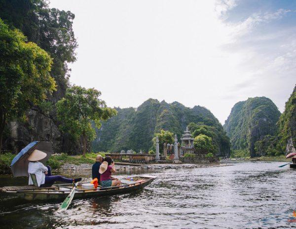 Balade en barque sur le site de Tam Coc, Ninh Binh, Vietnam