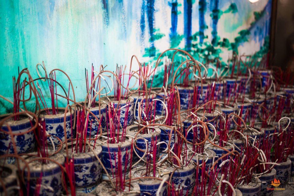 L'encens dans une Pagode au Vietnam
