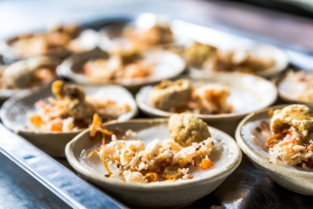 Plat Banh Beo, spécialité à la crevette de Hue, Vietnam