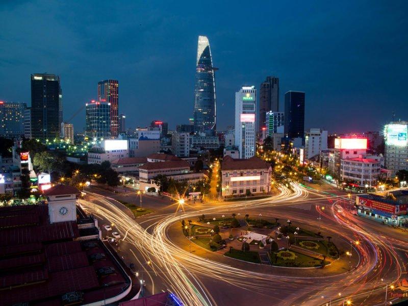 Ho Chi Minh Ville (Saigon) de nuit, Vietnam