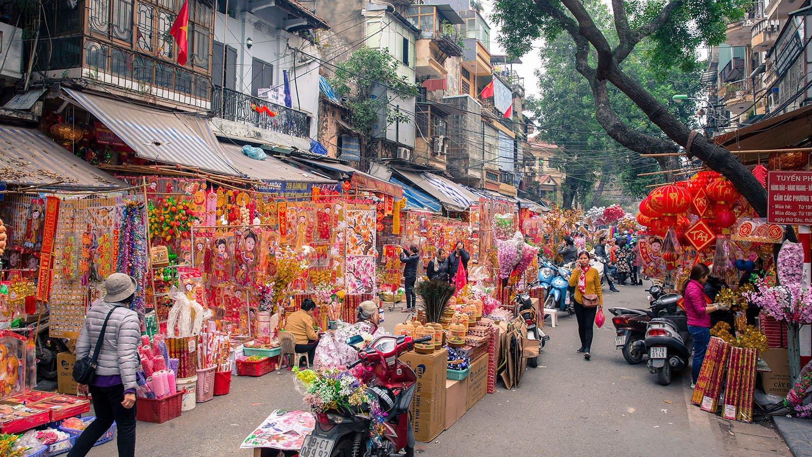 La rue colorée de Hang Ma a Hanoi avant le Têt