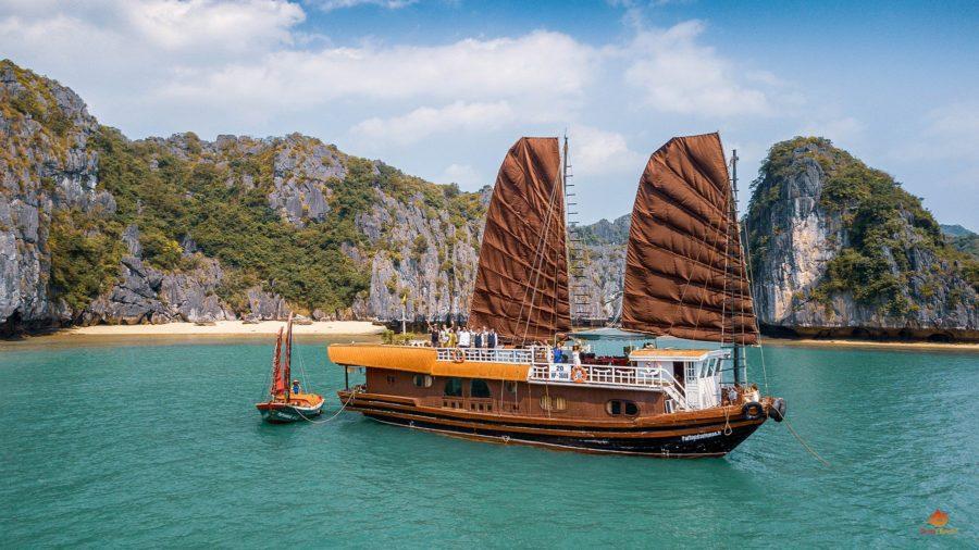 Jonque Quatre Saisons dans la Baie de Lan Ha, Vietnam