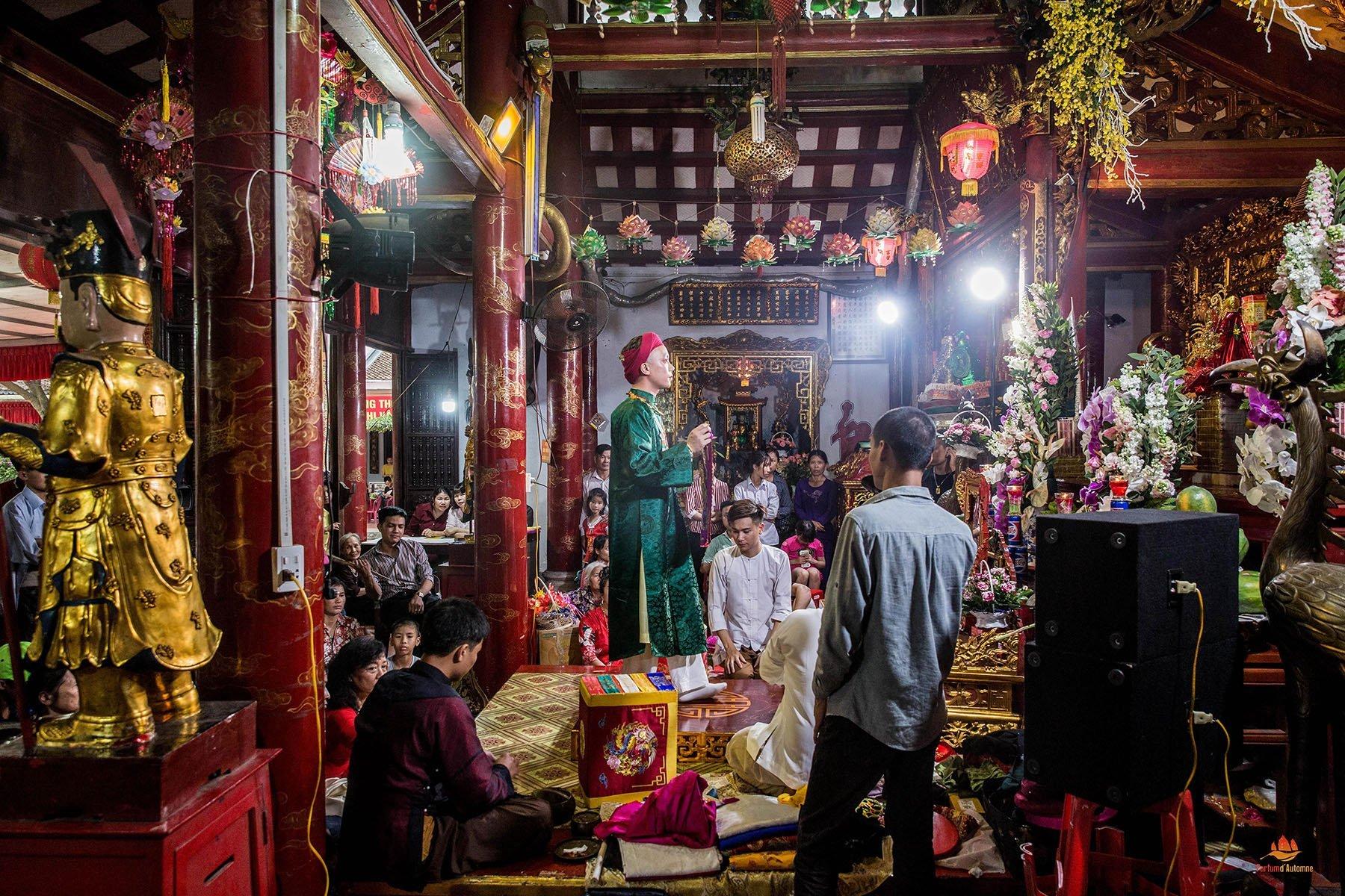 Préparation d'une cérémonie de Ba Dong, Festival Phu Day, Nam Dinh, Vietnam