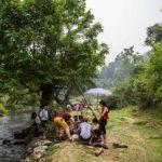 Famille prenant le picnic à Pac Bo, Cao Bang, Vietnam