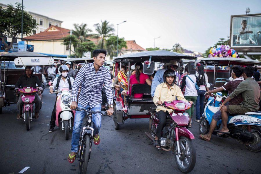 Trafic dans les rues de Phnom Penh