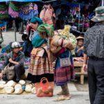 Femme Hmong au marché de Bac Ha, Vietnam