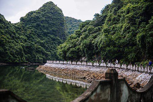 Route pour aller jusqu'au village de Viet Hai sur l'Ile de Cat Ba,, Vietnam