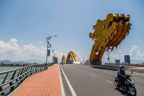 Pont du dragon à Danang, Vietnam