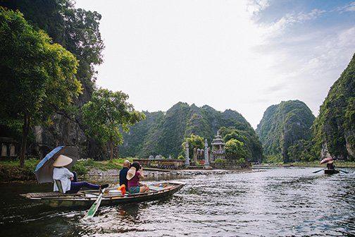 Balade en barque sur la rivière de Tam Coc à Ninh Binh, Vietnam