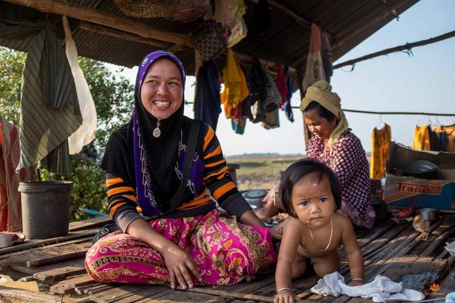 Famille Khmer dans leur maison au Sud Vietnam