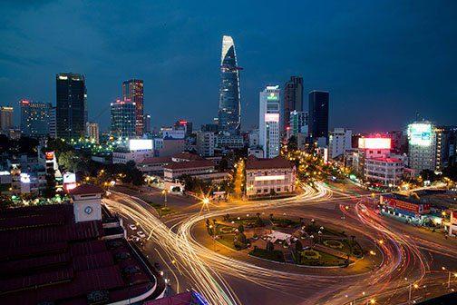 Centre ville d'Ho Chi Minh Ville à la nuit tombée, Vietnam