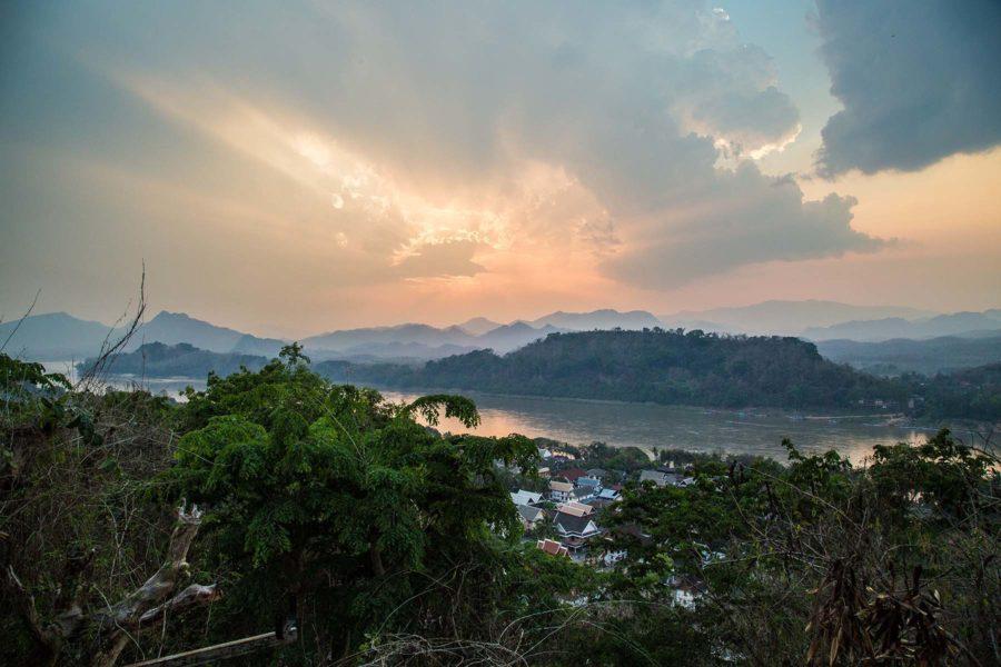 Couché de soleil sur Luang Prabang depuis le mont Phu Si, Laos