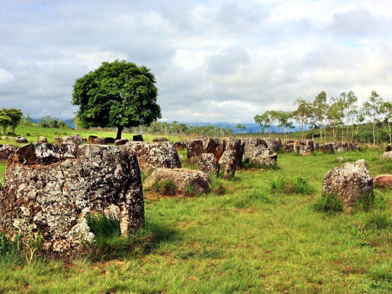 Les ruines des jarres au Laos