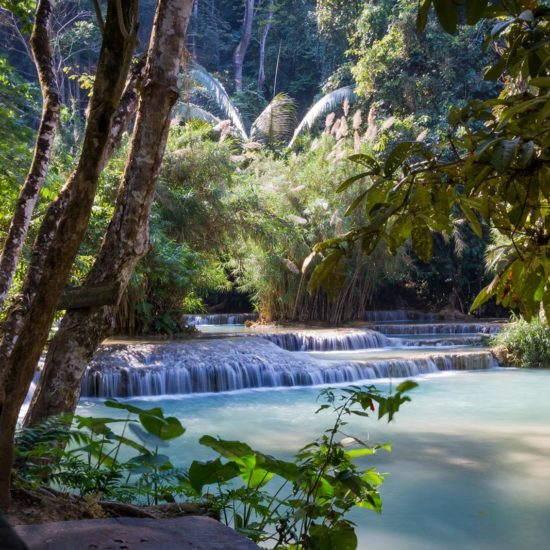 Les chutes d'eau de Kuang Si près de Luang Prabang au Laos