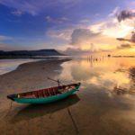 Un couché de soleil sur une plage de l'Ile de Phu Quoc au Vietnam