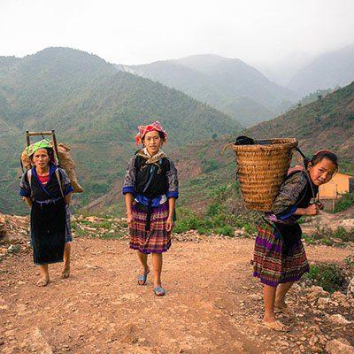 Femmes revenant des champs à Mu Cang Chai, Vietnam