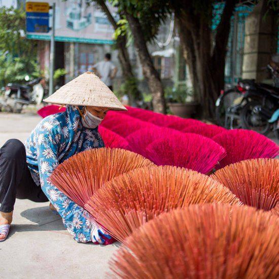 Le séchage de l'encens dans le village de Quang Phu Cau, Vietnam