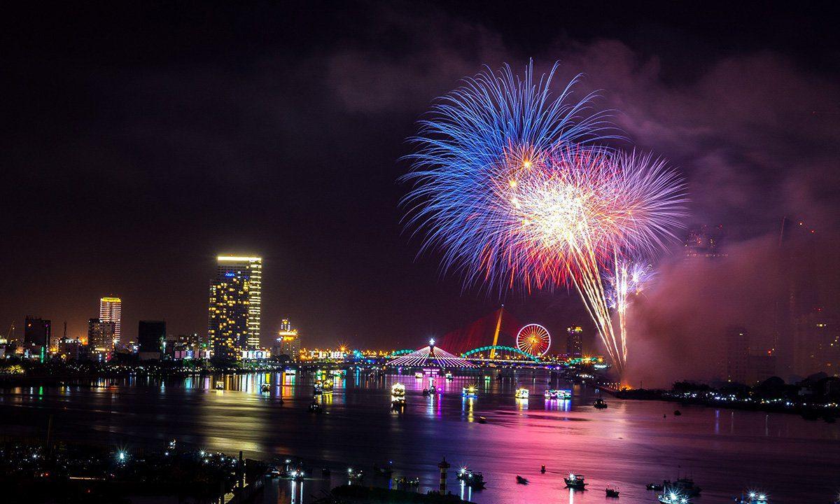 Feu d'artifice pour célébrer le nouvel an au Vietnam