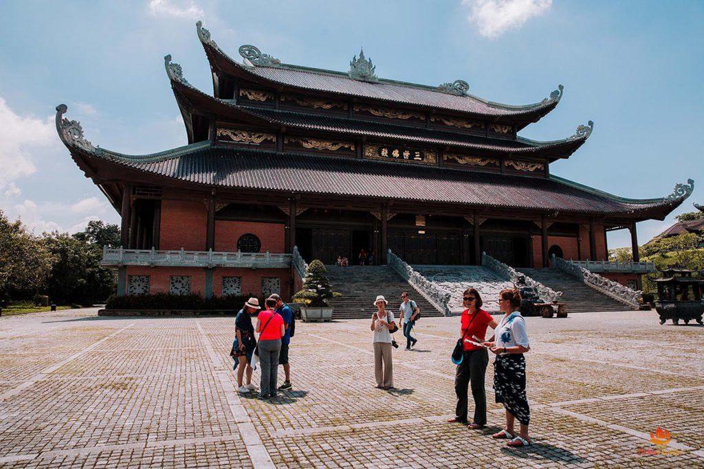 Une des nombreuses pagodes de Bai Dinh, Ninh Binh, Vietnam
