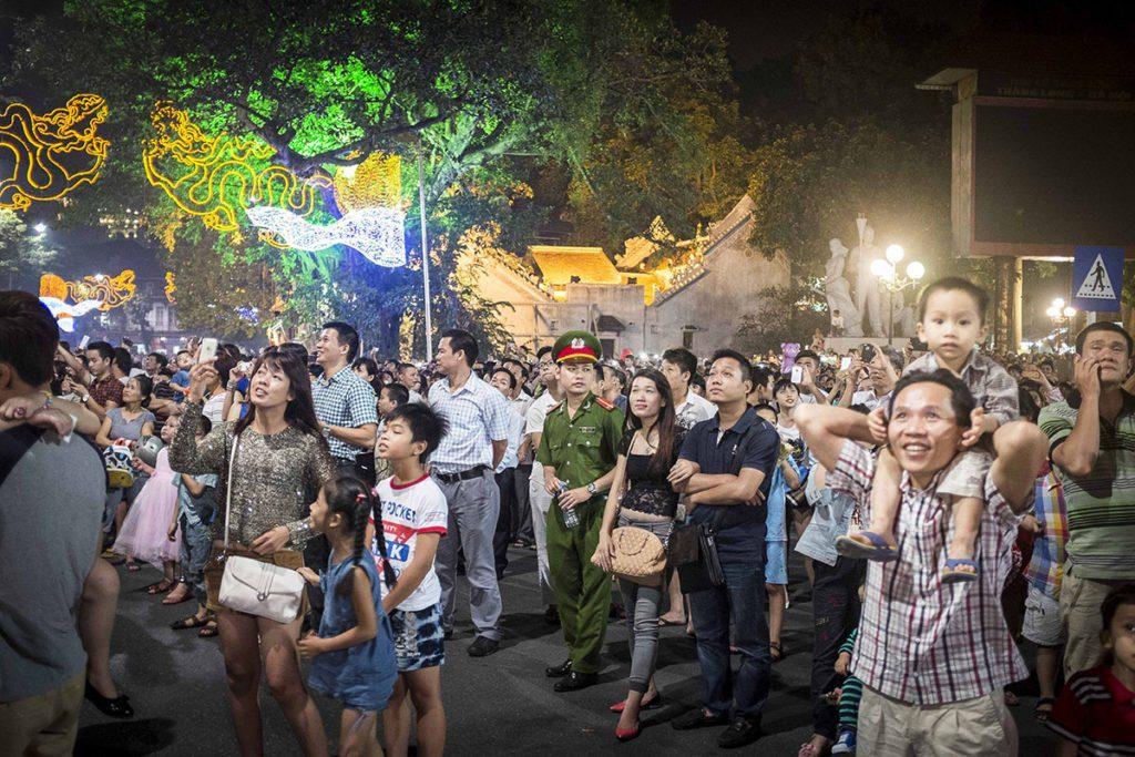 Scène de rue pendant le nouvel an à Hanoi, Vietnam