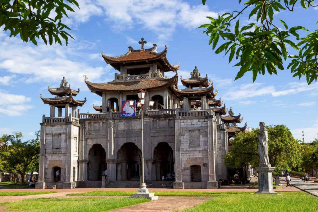 La cathédrale Phat Diem dans les environs de Ninh Binh, Vietnam