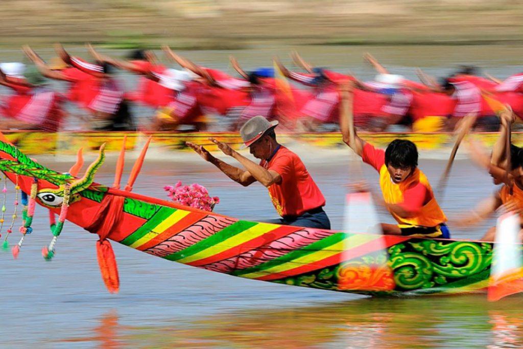 Course de pirogues sur l'Ile de Quan Lan, Vietnam