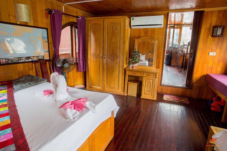 Chambre à coucher sur le bateau Majonq
