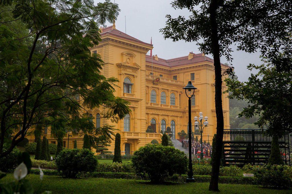 Vue du Palais Présidentiel depuis ses Jardins, Hanoi, Vietnam