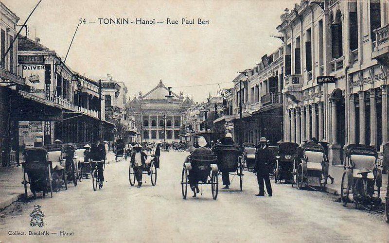 La rue Paul Bert (Trang Tien) menant à l'opéra, Hanoi, début 20ème siècle