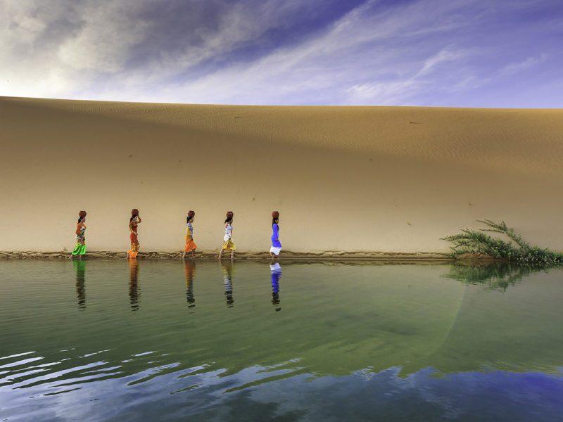 Femmes de l'ethnie Cham dans les dunes de Mui Ne, Vietnam