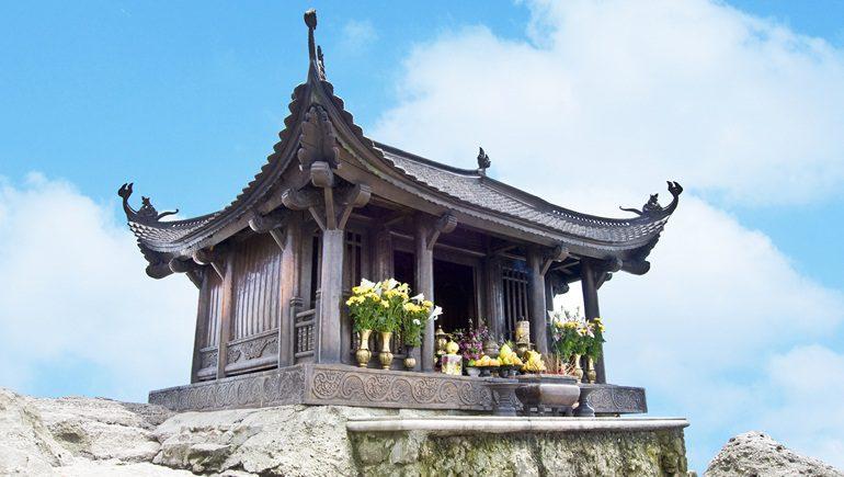 Pagode sur la montagne Yen Tu au Vietnam