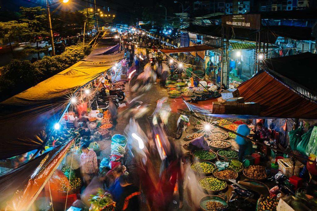 L'extérieur du marché de Long Bien, Hanoi, Vietnam