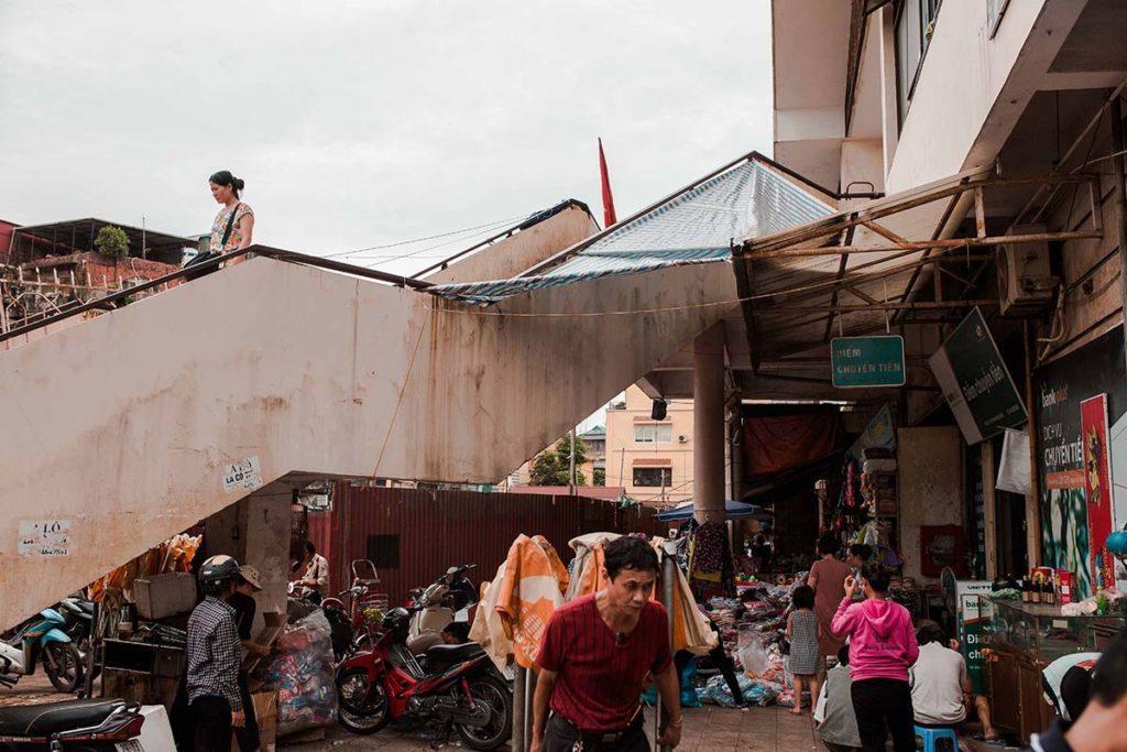 Une des entrées du marché de Dong Xuan, Hanoi, Vietnam