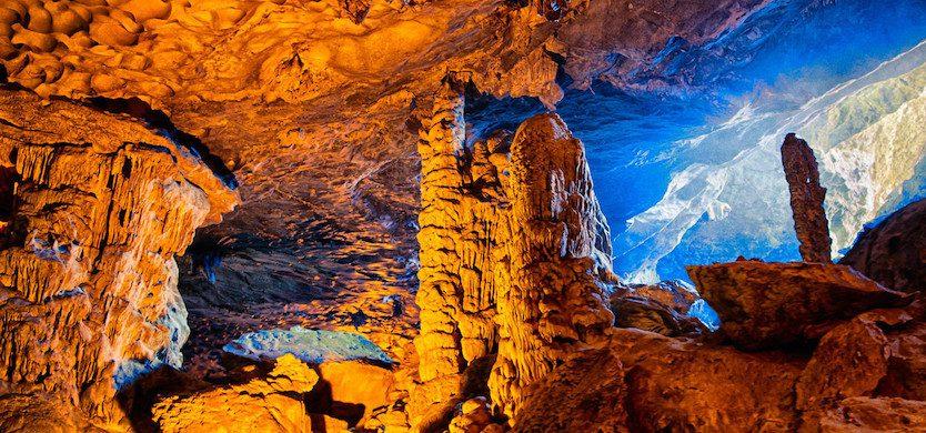 Grotte Me Cung sur l'Ile Tip Top dans la Baie d'Halong, Vietnam