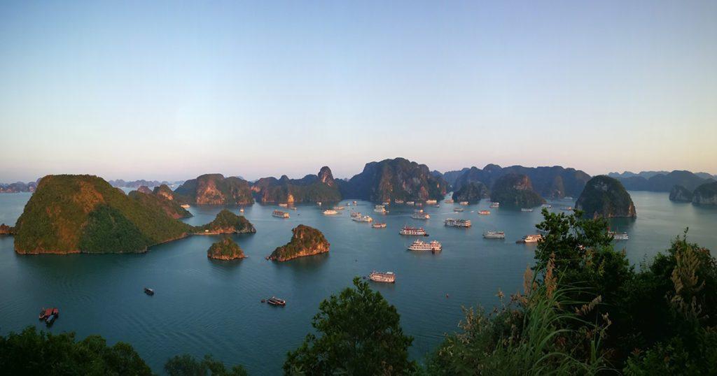 Vue panoramique de la Baie d'Halong au Vietnam