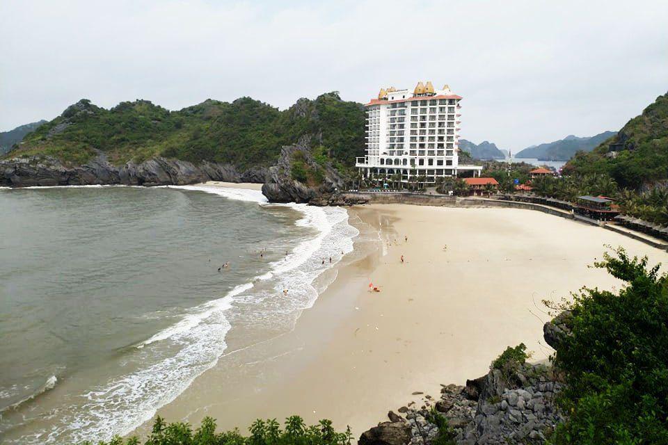 L'hôtel Perle d'Orient donnant sur la plage Cat Co 3, Cat Ba
