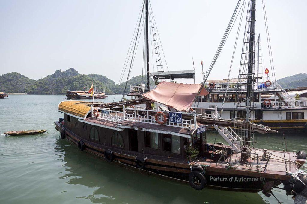 Le bateau Majonq accosté au port de Ben Beo