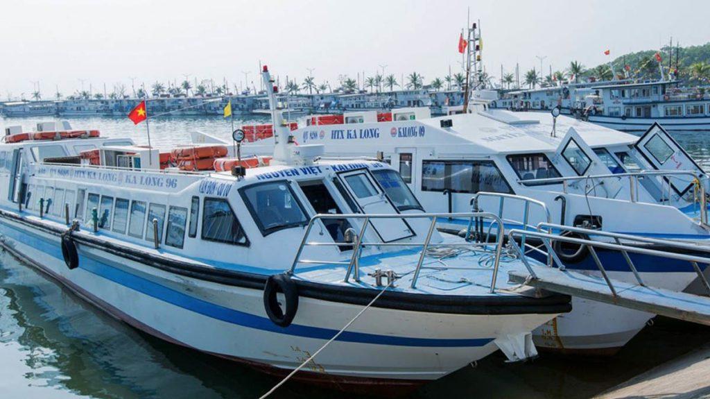 Speed boat partant de Tuan Chau pour rejoindre Cat Ba