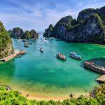 La baie d'Halong sous le soleil, Vietnam