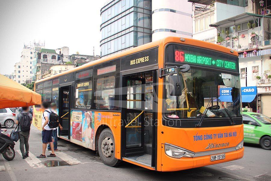 Le bus 86 allant à l'aéroport de Hanoi