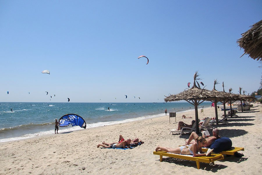 Kitesurf sur une plage de Mui Ne, Vietnam