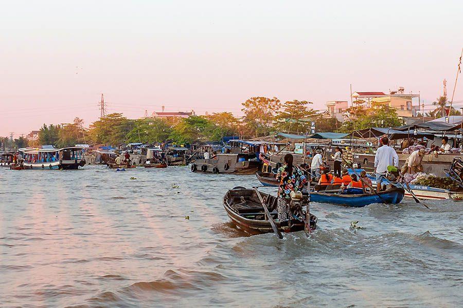 Sur le fleuve Mékong au marché de Cai Rang, Can Tho, Vietnam