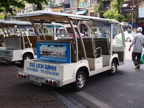 Voiture électrique stationnée dans Hanoi