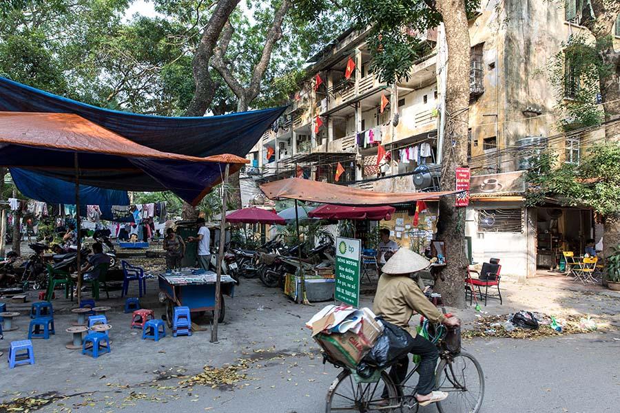 Petits magasins dans les parties communes d'un Khu Tap Thê, Hanoi