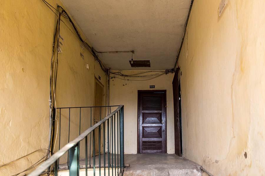 Sur le pallier d'appartements dans un Khu Tap Thê, Hanoi