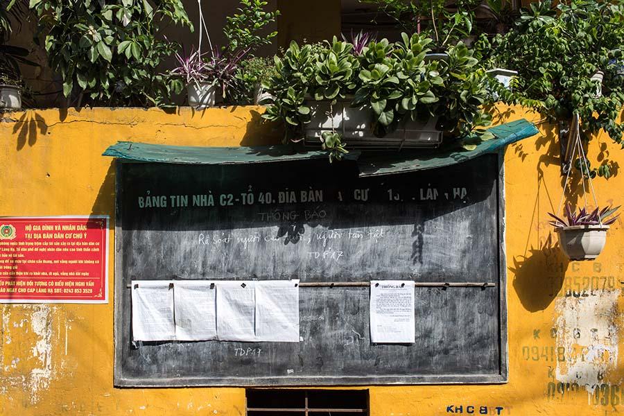 Tableau d'information en bas d'un immeuble appartenant à un Khu Tap Thê, Hanoi