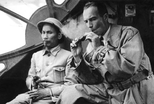 Jean Sainteny et Ho Chi Minh en 1946